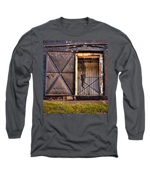 The Old Fort Gate-color Long Sleeve T-Shirt