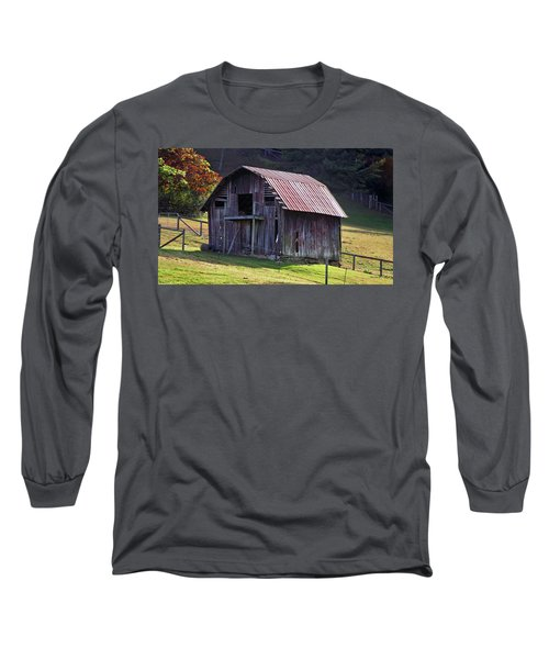 Old Barn In Etowah Long Sleeve T-Shirt