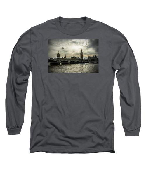 Long Sleeve T-Shirt featuring the photograph London by Jaroslaw Grudzinski