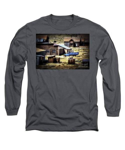 Long Sleeve T-Shirt featuring the photograph Looking Back by Mitch Shindelbower
