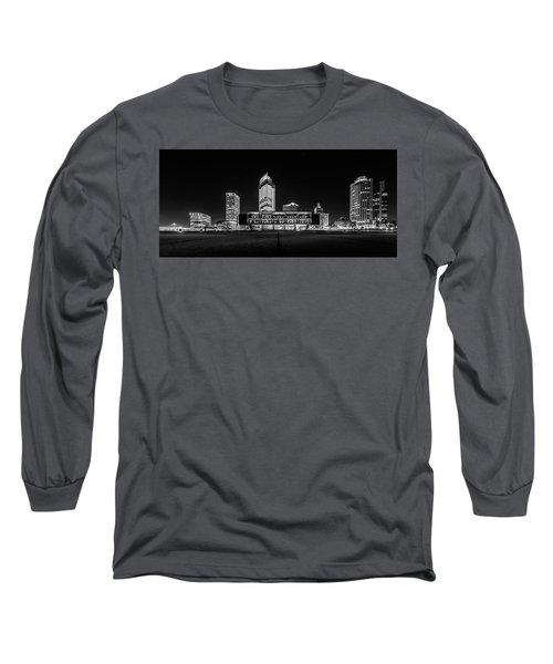 Long Sleeve T-Shirt featuring the photograph Milwaukee County War Memorial Center by Randy Scherkenbach