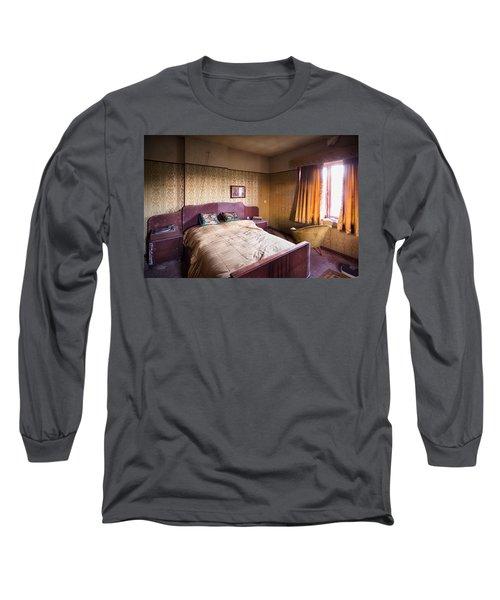 Abandoned Bedroom - Urban Exploration Long Sleeve T-Shirt