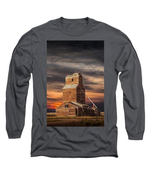Abandoned Grain Elevator On The Prairie Long Sleeve T-Shirt