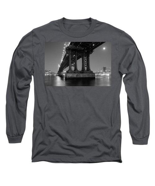 Black And White - Manhattan Bridge At Night Long Sleeve T-Shirt