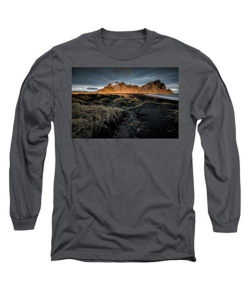 Blackbeach And Vestrahorn Long Sleeve T-Shirt
