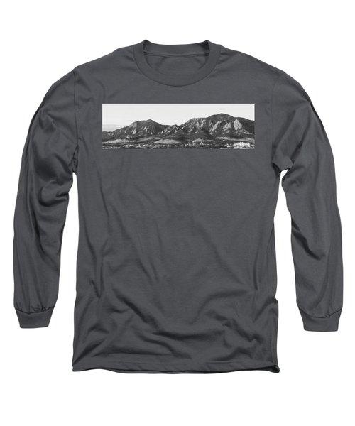 Boulder Colorado Flatirons And Cu Campus Panorama Bw Long Sleeve T-Shirt