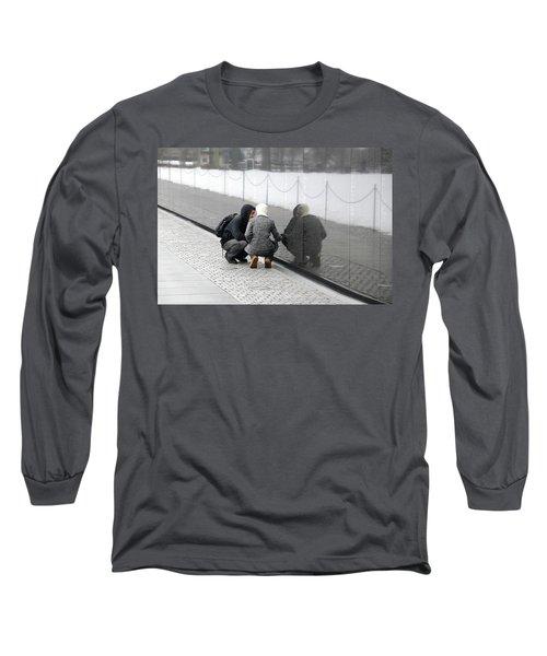 Couple At Vietnam Wall Long Sleeve T-Shirt