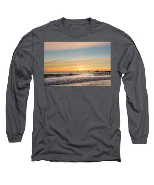 Crashing Waves At Aberdeen Beach Long Sleeve T-Shirt