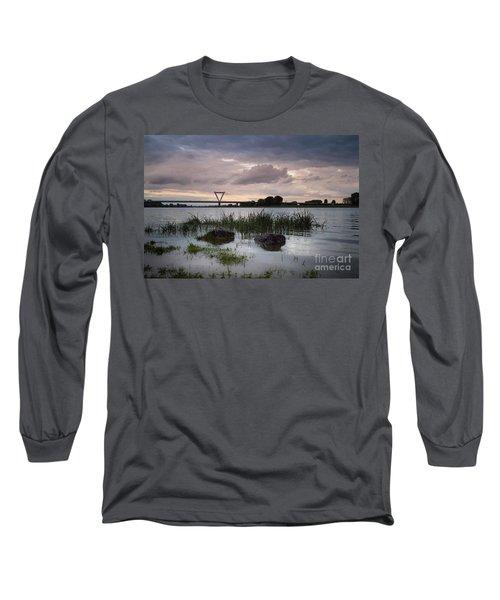 Flughafenbruecke Am Rhein Long Sleeve T-Shirt