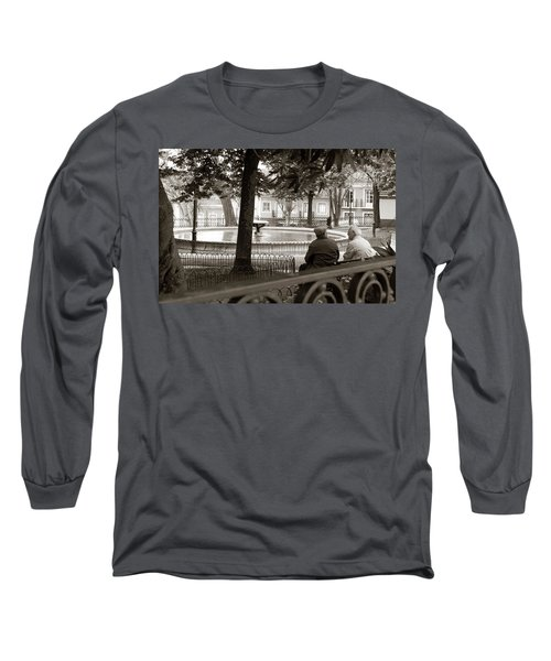 Long Sleeve T-Shirt featuring the photograph Friends At The Fountain by Lorraine Devon Wilke