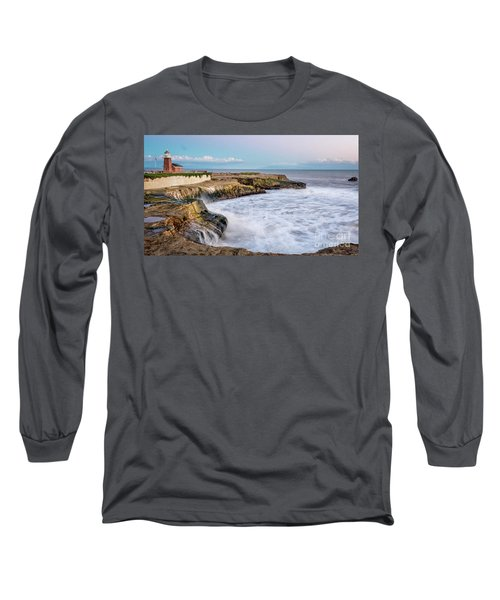 Long Exposure Of Waves Against The Cliff With Lighthouse In Shot Long Sleeve T-Shirt