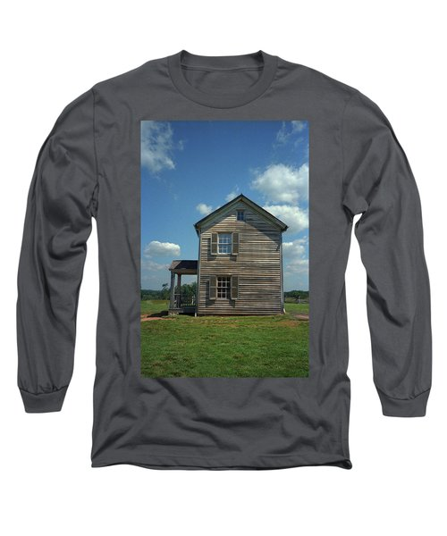 Long Sleeve T-Shirt featuring the photograph Manassas Battlefield Farmhouse by Frank Romeo