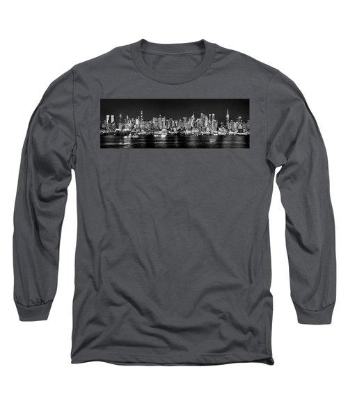 New York City Nyc Skyline Midtown Manhattan At Night Black And White Long Sleeve T-Shirt