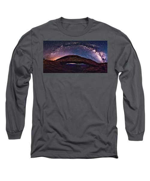 Night Sky Over Mesa Arch Utah Long Sleeve T-Shirt
