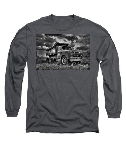 Old International #2 - Bw Long Sleeve T-Shirt