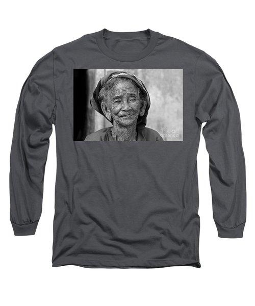 Old Vietnamese Woman Long Sleeve T-Shirt
