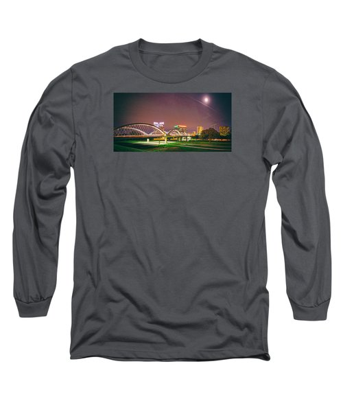 Panorama Of The Seventh Street Bridge And Downtown Fort Worth With Full Moon Above - Trinity River Long Sleeve T-Shirt