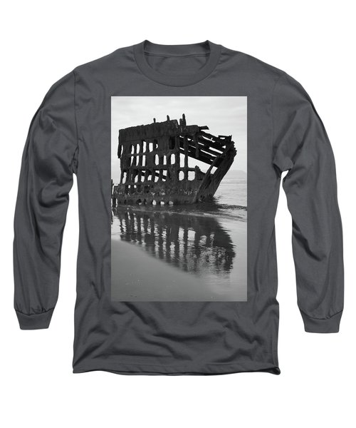 Peter Iredale Shipwreck In Black And White Long Sleeve T-Shirt