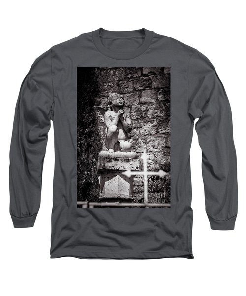 Praying Angel In Auvillar Cemetery Bw Long Sleeve T-Shirt by RicardMN Photography