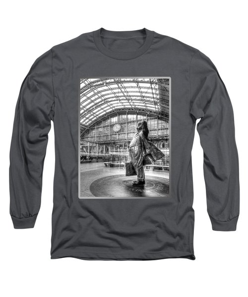 Sir John Betjeman Statue And Clock At St Pancras Station In Black And White Long Sleeve T-Shirt