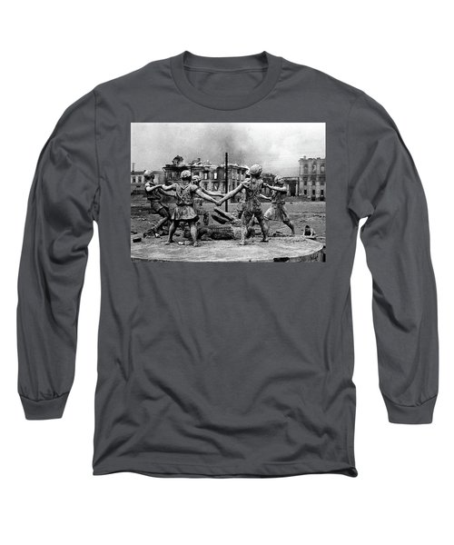 Statue Of Children After Nazi Airstrikes Center Of Stalingrad 1942 Long Sleeve T-Shirt