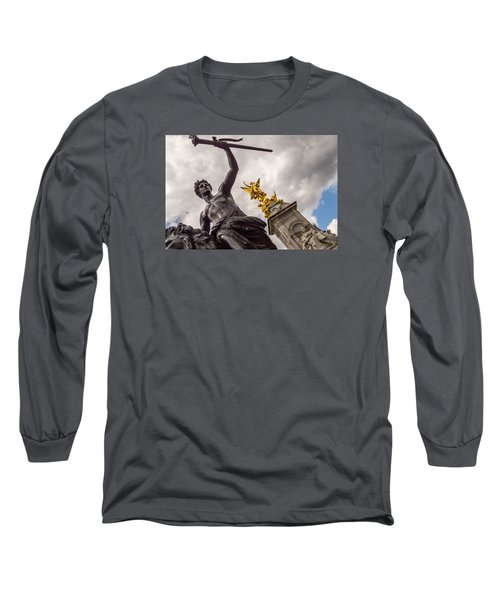 Statues In Front Of Buckingham Palace Long Sleeve T-Shirt