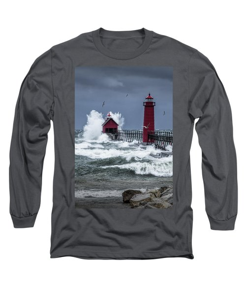 Storm On Lake Michigan By The Grand Haven Lighthouse With Flying Gulls Long Sleeve T-Shirt