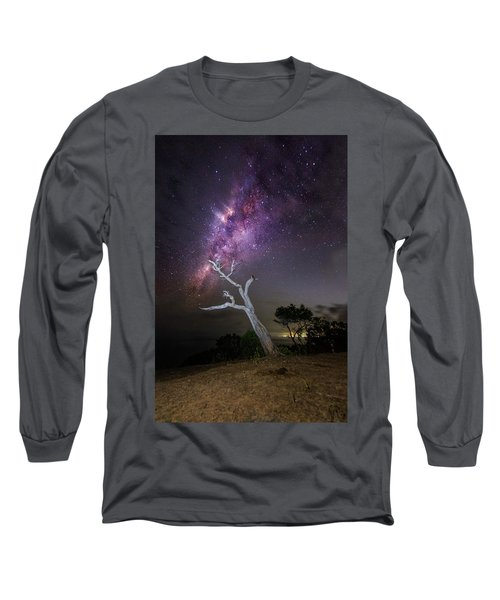 Striking Milkyway Over A Lone Tree Long Sleeve T-Shirt