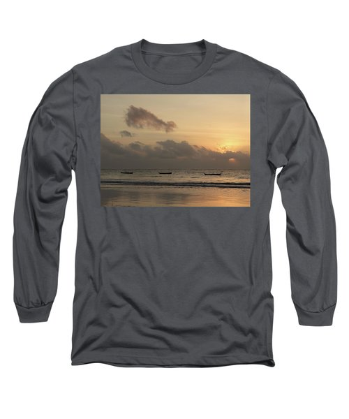 Sunrise On The Beach With Wooden Dhows Long Sleeve T-Shirt