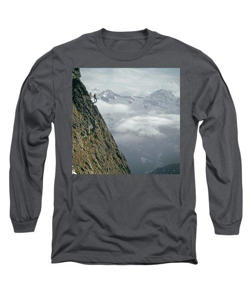 T-404101 Climbers On Sleese Mountain Long Sleeve T-Shirt