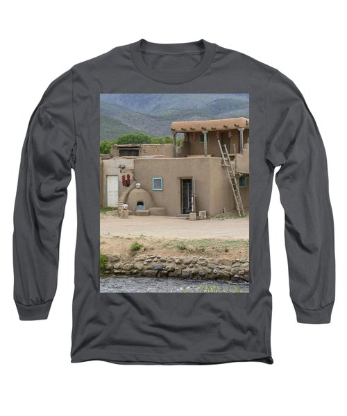 Taos Pueblo Adobe House With Pots Long Sleeve T-Shirt