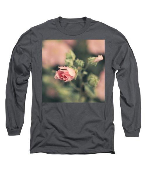 Thüringer Strauchpappel (lavatera Long Sleeve T-Shirt by Mandy Tabatt