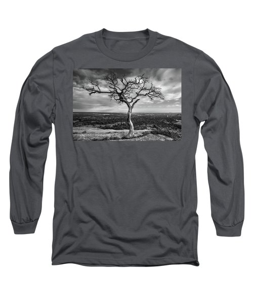 Tree On Enchanted Rock In Black And White Long Sleeve T-Shirt