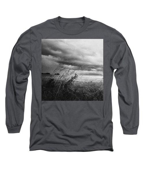 Und Unter Den Wolken Wächst Das Long Sleeve T-Shirt