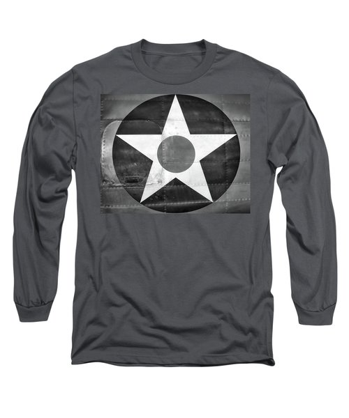 Us Roundel, In Black And White - 2017 Christopher Buff, Www.aviationbuff.com Long Sleeve T-Shirt
