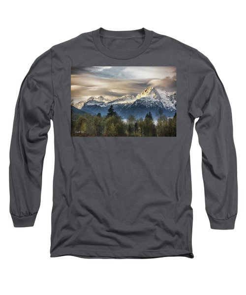 Whitehorse Sunrise, Flowing Clouds Long Sleeve T-Shirt