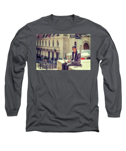 Young African American Man Working On Wall Street In New York Long Sleeve T-Shirt