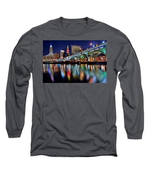 Cleveland Ohio Skyline Reflects Colorfully Long Sleeve T-Shirt