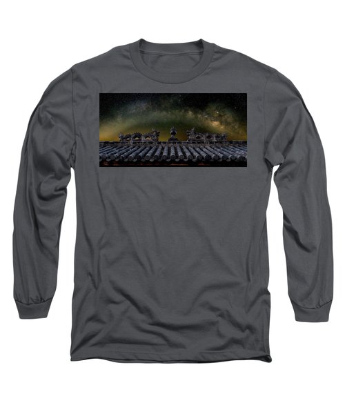 Milky Way Arch Over Chinese Temple Roof Long Sleeve T-Shirt
