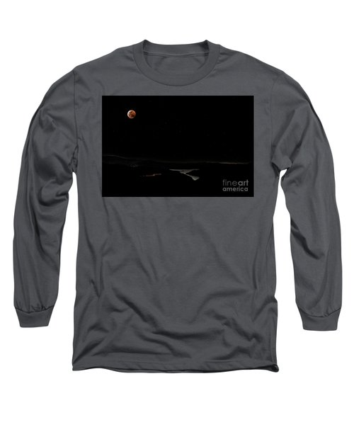 Super Blood Wolf Moon Eclipse Over Lake Casitas At Ventura County, California Long Sleeve T-Shirt