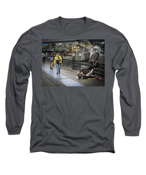Walking-travellers Long Sleeve T-Shirt