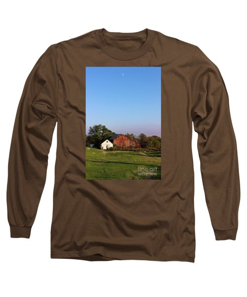 Old Barn At Sunset Long Sleeve T-Shirt