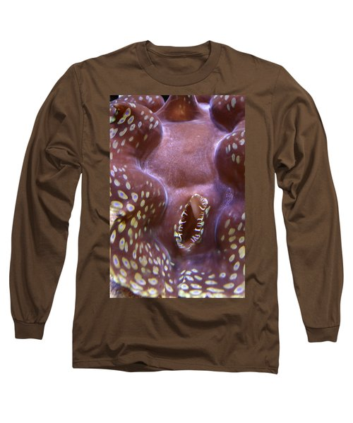 Giant Clam In Pink With Yellow Spots Long Sleeve T-Shirt