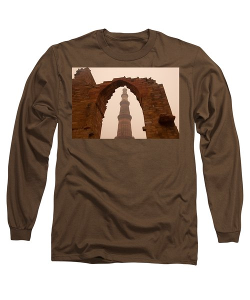 Cross Section Of The Qutub Minar Framed Within An Archway In Foggy Weather Long Sleeve T-Shirt
