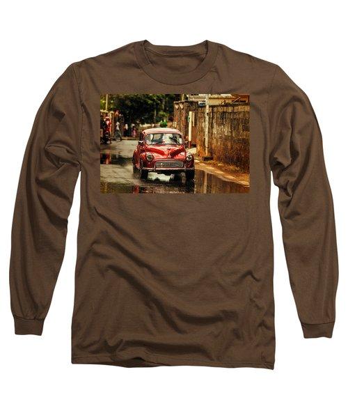 Red Retromobile. Morris Minor Long Sleeve T-Shirt