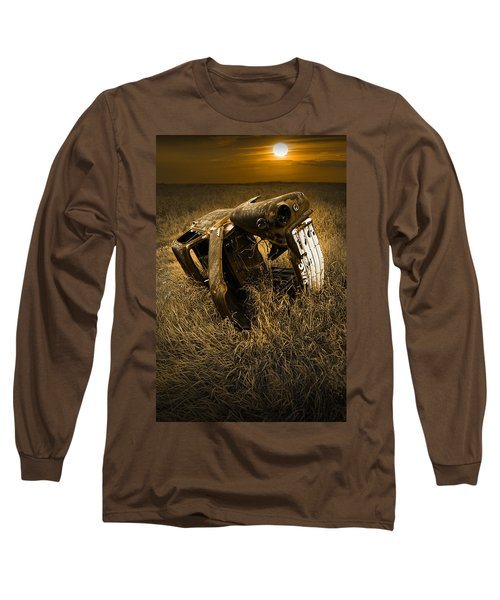 Auto Wreck In A Grassy Field On The Prairie At Sunset Long Sleeve T-Shirt