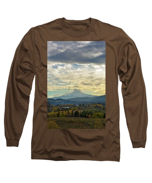 Cloudy Day Over Mount Hood At Hood River Oregon Long Sleeve T-Shirt