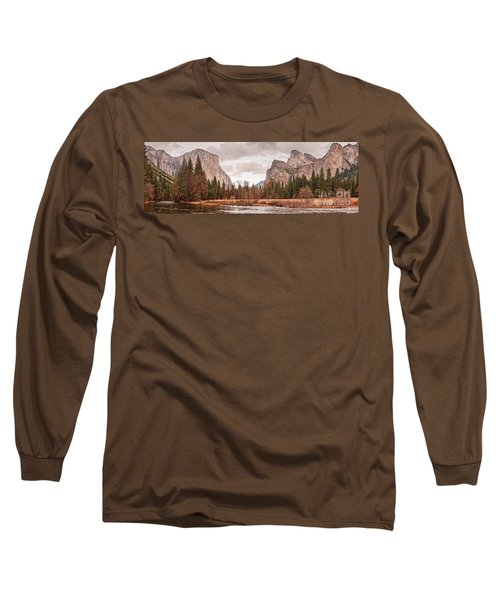 Panoramic View Of Yosemite Valley From Bridal Veils Falls Viewing Point - Sierra Nevada California Long Sleeve T-Shirt