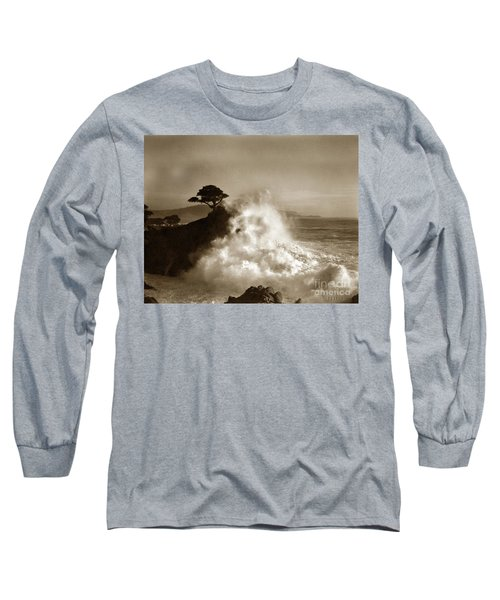 Big Wave Hitting The Lone Cypress Tree Pebble Beach California 1916 Long Sleeve T-Shirt