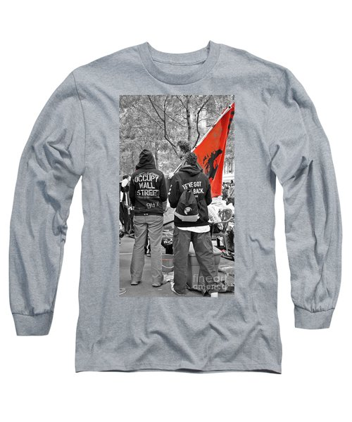 Long Sleeve T-Shirt featuring the photograph Che At Occupy Wall Street by Lilliana Mendez